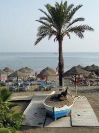 Испания: на пляжах для туристов работают бары-рестораны